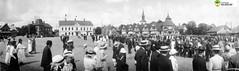 tm_6991 - Gamla Torget, Tidaholm 1919 (Tidaholms Museum) Tags: svartvit positiv exteriör byggnad tidaholm torg 1919 demonstration stadsvy