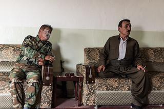 Peshmergas smoking and talking