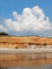 Pénestin, plage (yanific) Tags: pénestin morbihan bretagne plage reflet falaise nuage cumulus