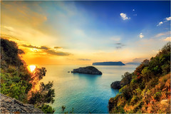 ... silence ... (Gio_ guarda_le_stelle) Tags: sunset seascape quiete quiet silence vawes blue sescape clouds sun light calabria italia italy island sea water view
