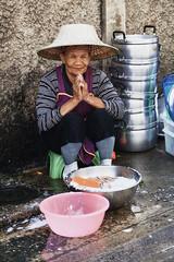 Sam Yan woman (Thomas Mulchi) Tags: 2018 bpg bangrakdistrict bangkok bangkokphotographersgroup samyancommunityphotowalk thailand dishes doingdishes washingup woman person people soap posing krungthepmahanakhon th