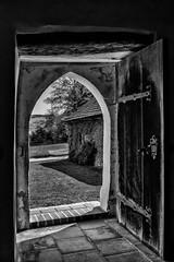 Ein Blick nach draussen / A look outside (ludwigrudolf232) Tags: türe einfarbig schreihof kapelle