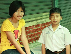 brother and sister (the foreign photographer - ฝรั่งถ่) Tags: brother sister school uniform khlong thanon portraits bangkhen bangkok thailand canon
