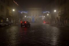 Piemonte - Biellese: Biella, il Piazzo, Piazza Cisterna a Natale con la nebbia (mariagraziaschiapparelli) Tags: piemonte inverno biellese biella piazzo sera nebbia allegrisinasceosidiventa