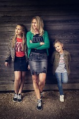 Mother & Daughters (♥siebe ©) Tags: 2018 holland nederland netherlands siebebaardafotografie thenetherlands dutch familie family fotoshoot photoshoot portrait portret wwwsiebebaardafotografienl mother girls girl woman daughter vintage
