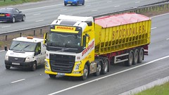 YK17 OAN (panmanstan) Tags: volvo fh wagon truck lorry commercial bulk freight transport haulage vehicle a1m fairburn yorkshire
