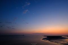 En triangle avec la Lune (McDft) Tags: montsaintmichel sunset moon lune