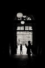 Palacio Real de Madrid (Igorza76) Tags: madrid españa spain palaciorealdemadrid palacio real palace residencia oficial rey blanco negro zuri beltz baltz black white bw bn zb luz sombra light shadow fuji fujixt10 xt10 pasillo corridor contraluz backlight oporrak sur vacaciones