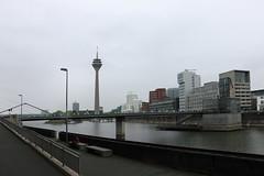 Hafen Düsseldorf mit Rheinturm (julia_HalleFotoFan) Tags: düsseldorf hafen medienhafen rhein nordrheinwestfalen nrw