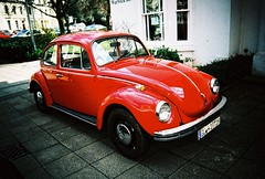 ot500 - red bug (johnnytakespictures) Tags: olympus trip500 compact automatic film analogue lomo lomography xprochrome100 xpro crossprocessed crossprocess 35mm vignette coventry red shiny beetle vw volkwagen car vintage retro cool old german vehicle transport