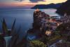 Cinque Terre - Vernazzza (030mm-photography) Tags: rot vernazza cinqueterre ligurien italien küste landschaft stadt city landscape sunset sonnenuntergang mittelmeer blauestunde bluehour nightshot travel reise nature natur