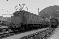 FS E 428.053 Milano Centrale 15/05/1980. Foto Roberto Trionfini (stefano.trionfini) Tags: train treni bahn zug fs e428 milanocentrale lombardia italia italy