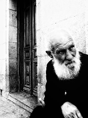 image (Luis Iturmendi) Tags: portrait retrato street streetphotography calle bw blancoynegro blackandwhite monochrome people old