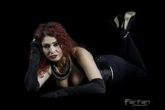 Jenny (Jose Luis Farfan) Tags: jenny jenn farfan modelo modelmujer woman chica girl pelirroja negro black cuero tacon rizos
