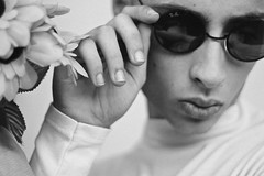 Pedro (TheJennire) Tags: photography fotografia foto photo canon camera camara colours colores cores light luz young tumblr indie teen blackandwhite people portrait sunglasses malemodel retro fashion style 2018 50mm closeup