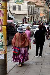 라파즈, La Paz, Bolivia (ott1004) Tags: 볼리비아 라파즈 lapaz bolivia 달의계곡 moonvalley valledelaluna 달의계곡mallasa 영혼의계곡 마녀시장 mercadodelasbrujas 새끼야마 상업거리 callecomerio 무리요광장plazamurillo 국회의사당 nationalcongressofbolivia 볼리비아대통령궁께마도궁 근위병 라파즈의케이블카 텔레페리코 초고도도시 돼지껍데기튀김 taypiuta 케이블카정류장