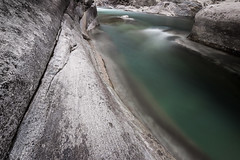 Valle Verzasca (jan kuenzel) Tags: valleverzasca verzascatal tessin ticino switzerland lagomaggiore river alps mountainstream water cliffs nature landscape longexposure photography moody