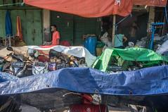 (kuuan) Tags: indonesia voigtländerheliarf4515mm manualfocus mf voigtländer15mm aspherical f4515mm superwideheliar apsc sonynex5n solo surakarta street java market bazaar pasar pasarlegi motorbike motorbikeparking parking colorful