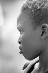 Ethiopia : Portraits in B&W #5 (foto_morgana) Tags: africa afrika afrique analogphotography analogefotografie blackwhitephotography ethiopia ethnic ethnicity ethnie etnia etniciteit faceinprofile hoofd humanhead kodaktmax400cn mo monochrome nikoncoolscan omovallei omovalley outdoor people photographienoiretblanc photographieanalogue portrait portret profilehead travelexperience têtehumaine vallebajodelomo valléedelomo vuescan zwartwitfotografie