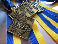 medaille / medal (Mattijsje) Tags: medaille medal lint ribbon blue yellow blauw geel drawing design geinloop 2018 41e prijs prize winner winnaar lintje gewonnen