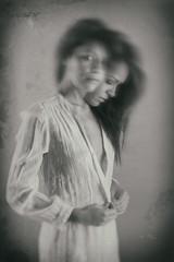 No es tener doble personalidad, es tratar como se merece a cada cual... (dMadPhoto) Tags: retratos portraits glance mirada ojos smile sonrisa belleza beauty girls woman women lk lowkey madrid bn bw bnw fantasy fantasía doble personalidad double personality dmadphoto eyes hands manos