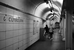 North/Clybourn L Station - Chicago (Cragin Spring) Tags: chicago chicagoillinois city chicagoil illinois il midwest unitedstates usa unitedstatesofamerica urban nearnorthside blackandwhite subway tunnel l redline northclybourn station elevated chicagosubway