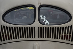 Watch my back (katrin glaesmann) Tags: maikäfertreffen volkswagen käfer beetle classiccar oldtimer messegelände laatzen hannover wheels colours
