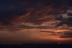 DSC_2359 (griecocathy) Tags: coucher soleil nuage sombre lumineux oranger gris noir blanc bleutée montagne cathy grieco