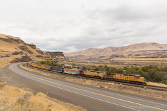 Eastbound at Biggs (Reed Skyllingstad) Tags: 7095 7928 ac4400cw ac44cwcte bnsf burlingtonnorthernsantafe c45accte clouds cloudy color columbiariver deschutes emd es44ac electromotivediesel freight freighttrain ge generalelectric oregon outdoors outside rail railroad railway sunny train up unionpacific unitedstatesofamerica washington
