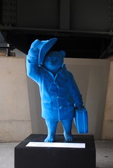Paddington Bear in Blue (zawtowers) Tags: jubilee greenway section 1 walk saturday 28th april 2018 cloudy damp buckinghampalacetolittlevenice amble stroll walking exploring london urban paddington bear iconic childrens character blue statue pose hat raised