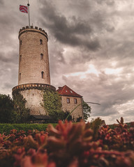 Sparrenburg April 2018 (BielePix) Tags: bielefeld germany deutschland nrw ostwestfalen hobbyfotograf amateurphotographer nikonp6000 nikon pointandshoot p6000 kompaktkamera hdr highdynamicrange sky himmel wolken clouds sonne sun natur nature flowers outdoor gebäude building haus architektur brücke bridge konstrukrion construction denkmal monument skulptur sculpture alltägliches ordinarythings farbe colors colortoning photoshop composing digitalart postproduction bearbeitung edit lightroom filter nik collection alienskin photography art fotografie burg castle knights ritter