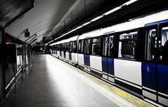 Metro Madrid (Alvaro.sh) Tags: canon canont5 canon1200d 30mmsigma 30mm 30mmf14dc|a 30 españa madrid calle lacalle paseo