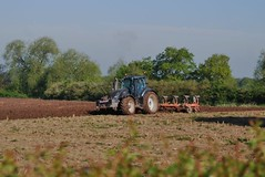 Tarporley 070518 - DSC_0492 (Leslie Platt) Tags: exposureadjusted straightened cropped tarporley cheshirewestchester tractorploughing