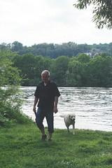 Papa und Iva (BlytheGirl123) Tags: iva dog hund animal tier labrador retriver golden goldie