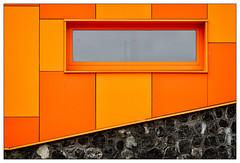 Hete Kolen (frodul) Tags: abstrakt architektur ausenansicht detail detailaufnahme fassade gebäude gebäudekomplex gestaltung linie outdoor europapark groningen hetekolen nederland netherland niederlande seniorenwohnungen holland rot