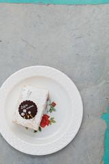 MisŽrable cake. (annick vanderschelden) Tags: mother sugar powdersugar chocolate rose decoration flower leaf misžrable gray blue belgian plate pastry food bakery misérable
