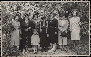Ascoli com'era: una posa di gruppo in una occasione particolare (~1939)