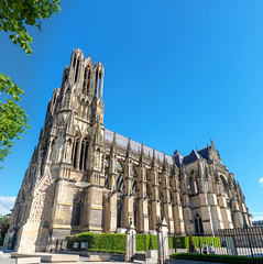 Beautiful entrance in Reims (George Pachantouris) Tags: champagne wine sparklingwine region france reims cathedral
