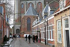 Oudestraat et Grote Kerk, Veere, Walcheren, Zeelande, Nederland (claude lina) Tags: claudelina nederland paysbas hollande zeeland zélande veere architecture maisons houses rue street straat église church