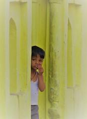 Orchha 2017 (gerben more) Tags: child boy window doorway bundi rajasthan people portrait portret india