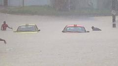 PIOVE    ----    IT IS RAINING (Ezio Donati is ) Tags: disastro disaster natura nature acqua water panorama landscape africa costadavorio abidjan