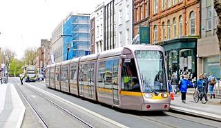 LUAS Dublin: Green Line 5025 northbound at the Dawson stop