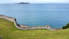 Walled coastline - Muralla costera (Raúl Alejandro Rodríguez) Tags: muralla wall isla island mar sea costa coast seabord howth ireland irlanda