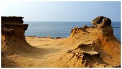 野柳地質公園     Yehliu Geopark (Alice 2018) Tags: taiwan water rock sea seashore 2018 sonynex5r sonyepz1650mmf3556oss nex5r sony asia 野柳 taipei 新北 travel aatvl01 aatvl02