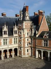 Château de Blois , aile Louis XII (2) (Les 3 couleurs) Tags: blois valdeloire loiretcher centre châteaux castle