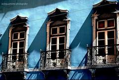 ❤️Lisboa (Ecinquantotto ( + 1.430.000 views !!! GRAZIE) Tags: architettura architecture art arte balconi colori colors d3000 finestre windows window lisboa lisbona nikon ombre portugal portogallo