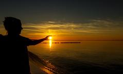 catch the sun (drummerwinger) Tags: rot glowe canon80d rügen strand beach sun sonne sunset himmel wolken ostsee wasser water tokina