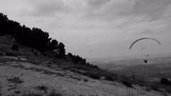 Riders of the wind (keko click) Tags: pegalajar jaén openfaiii paragliding parapente campeonato championship campeonatodeespañadeparapente ctnp comisióntécnicanacionaldeparapente air aire wind viento cielo skies parquenaturaldesierramágina sierramágina bn bw