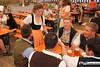 eselrennen_hh18_0381 (bayernwelle) Tags: eselrennen holzhausen 20 mai 2018 teisendorf bgl berchtesgadener land wieninger bier bierzelt esel treiber tradition brauchtum bayern oberbayern bayernwelle fotos foto spas pfingstfest
