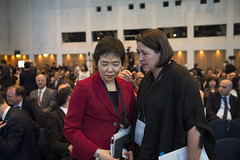 Fang Liu in discussion with Violeta Bulc
